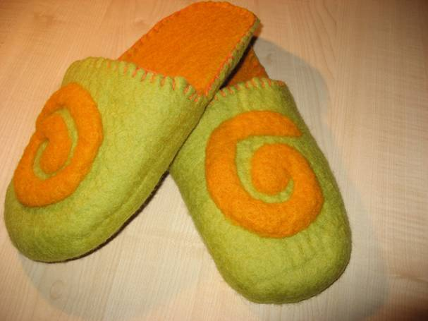 How to felt warm house slippers?