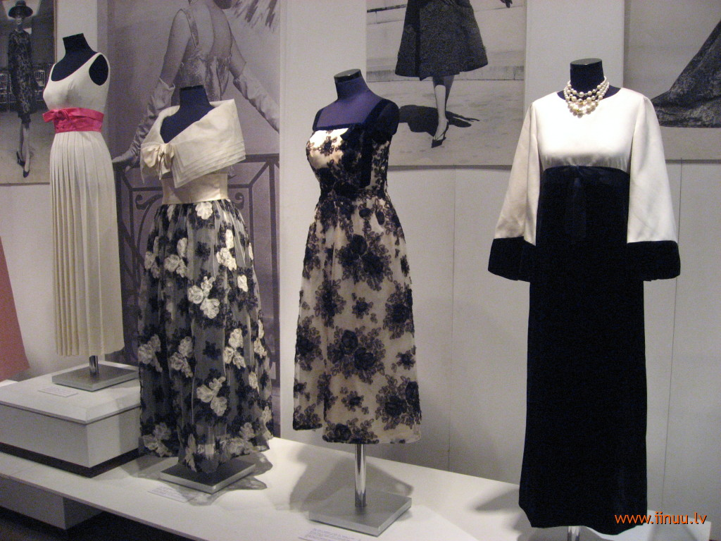 exhibiton, fashion, maxi, mini